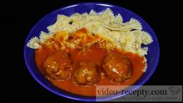Masové rýžovo-kapustové knedlíčky s rajskou omáčkou