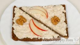 Hermelínová pomazánka s křenem a jablky