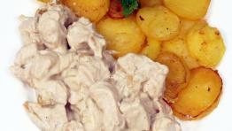 Smažené brambory s kuřecími kousky po francouzsku