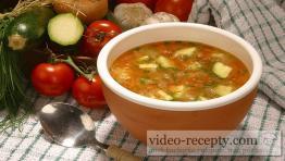 Provensálská rajčatová polévka s cuketou
