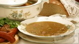 Houbová polévka s klobásou