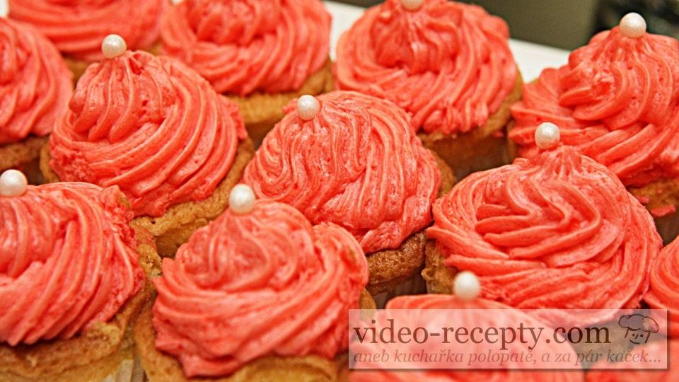 Cupcake s jahodovou pěnou